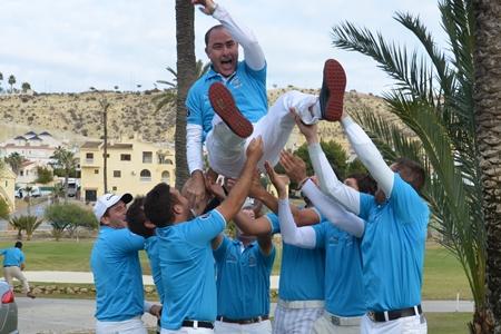Pascual Jiménez, capitán del equipo Sur, es manteado por la victoria