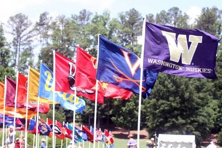 Banderas NCAA Foto Brian Tom