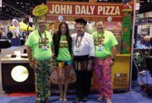 John Daly da color al negocio de las pizzas