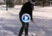 ¿Quién dijo que no se puede jugar al golf en la nieve… y en Central Park (VÍDEO)
