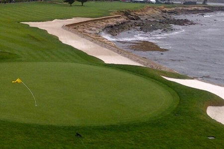 Bandera del18 del Pebble Beach Golf Links Foto Sir Nick Faldo vía Twitter