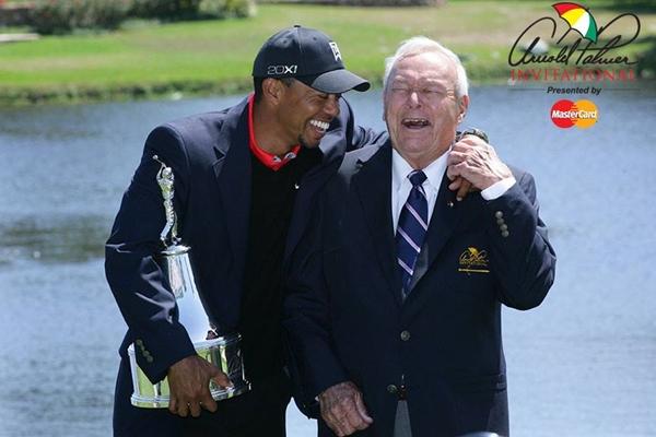 Tiger Woods y Arnold Palmer. Foto: Arnold Palmer Invitational vía Facebook