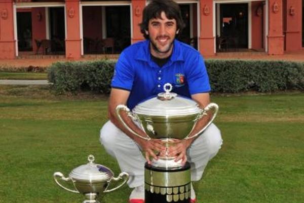 Daniel Berna con el trofeo Copa de SM El Rey 2014