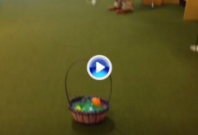 En Pascua se chippean huevos de chocolate no bolas de golf (VÍDEO)