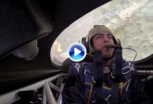 Red Bull le dio alas a Rickie Fowler. Sobrevivió a la experiencia de conocer que siente un auténtico Top Gun (VÍDEO)