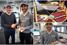 Alejandro Cañizares recibió de PING su «putter» de oro por el triunfo en Marruecos