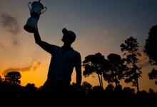 Una imagen para la historia, la de Kaymer levantando la copa del US Open