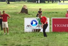 El inglés Jason Palmer se atrevió a realizar este chip a una sola mano desde el rough (VÍDEO)
