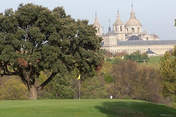 La RFEG concede la Placa al Mérito en Golf al RCG La Herrería, reconociendo su labor a este deporte
