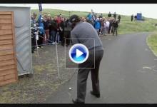 Birdie con magia de Mickelson desde uno de los caminos asfaltados ¡espectacular golpe! (VÍDEO)