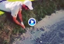 Un «stance» nada habitual: Florian Fritsch jugó tumbado con su bola en el bunker (VÍDEO)