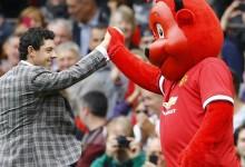 El traje de McIlroy se convierte en protagonista en el homenaje en Old Trafford