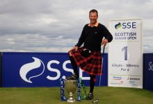 Santi Luna rindió honores en la cuna del Golf. Vistió la tradicional falda escocesa