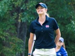 Una joven golfista salva la vida de una persona mientras disputaba un torneo de golf