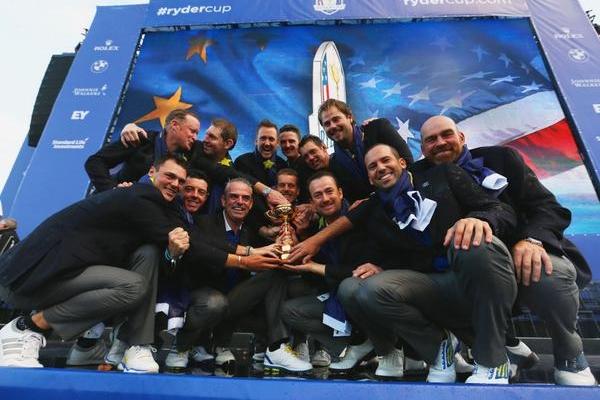 Team Europa con la copa
