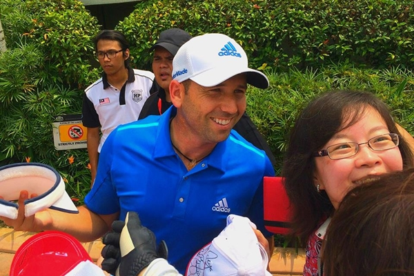 CIMB Classic player Sergio Garcia having a wefie moment with his fans