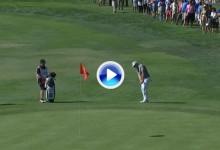 Mahan penalizó al golpear su bola en el palo después de ejecutar el golpe en un fácil chip (VÍDEO)