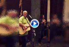 """Daly se subió a un escenario junto a Kenny G. Cantó «Knockin' on Heaven's Door"""" en China (VÍDEO)"""