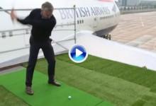 Celebridades y deportistas desafían a Justin Rose subidos a una de las alas de un Boeing 747 (VÍDEO)