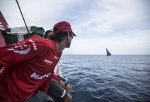 La flota de la Volvo Ocean Race se adentra en el Atlántico con los españoles a la cola