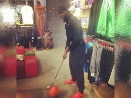 El futbolista Ballotelli denuncia a un club de golf de Liverpool por rechazar su solicitud de inscripción