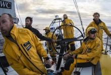La flota se acerca a los 40 rugientes donde se prevén vientos de 30 nudos y olas de 4 metros
