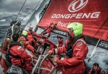 Los chinos del Dongfeng Race Team rompen la pala del timón cuando iban líderes