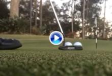Dos bolas, un putter y un solo hoyo. Otro gran golpe de fantasía llegado desde Australia (VÍDEO)