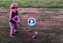 Este niño de apenas 22 meses es un fenómeno. No se pierdan el swing del chaval (VÍDEO)