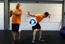 Cómo sentarse bien para no perjudicar tu swing. Ejercicios para mejorar la postura (VÍDEO)