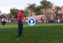 El chip abandonó a Tiger. Vaya tres errores en los tres primeros hoyos del Phoenix Open (VÍDEO)