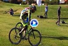 El ciclista Peter Sagan se pasa al golf… subido en bicicleta (VÍDEO)