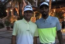 Bubba y el jugador de la NBA JR Smith pasean su amistad por el campo de golf