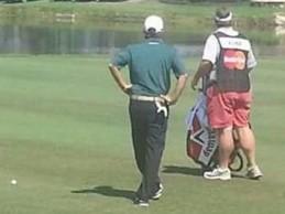 Caddies vs. PGA Tour: Duane Bock es amonestado por usar pantalones cortos color salmón