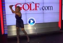 """Kelly Rohrbach, modelo de Sports Illust. y """"novata con mejor traje de baño», muestra su swing (VÍDEO)"""