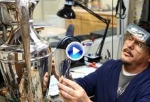 Así se recicla el trofeo de un Major cuando éste cambia de patrocinador (VÍDEO)