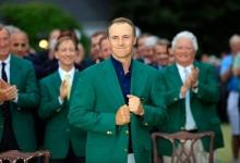 A Jordan Spieth también le siente muy bien el color verde de Augusta