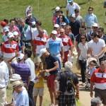 Sergio García rodeado de público. Foto: OpenGolf.es