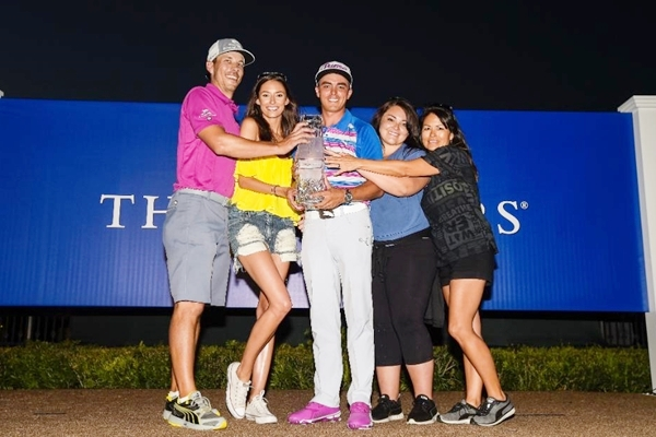 De izqda. a dcha. Joe Skovron (caddie), Alexis Randock (novia), Fowler, Taylor (hermana) y Lynne (madre)