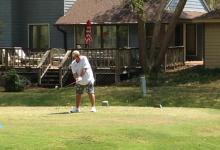 Tras el susto, John Daly regresa a un campo de golf 24 horas después de ser trasladado a un hospital