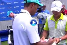 El caddie de Matsuyama le pide un autógrafo a Tiger tras su  fantástico 64 en Sedgefield (VÍDEO)