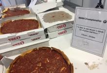 Spieth  sigue con la tradición y celebró su Ace invitando a los periodistas a cerveza… ¡y pizzas!