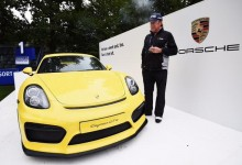 """El Pisha"" acecha a su presa. Miguel A. Jiménez a la caza y captura del Porsche Cayman GT4 del Hoyo 17"