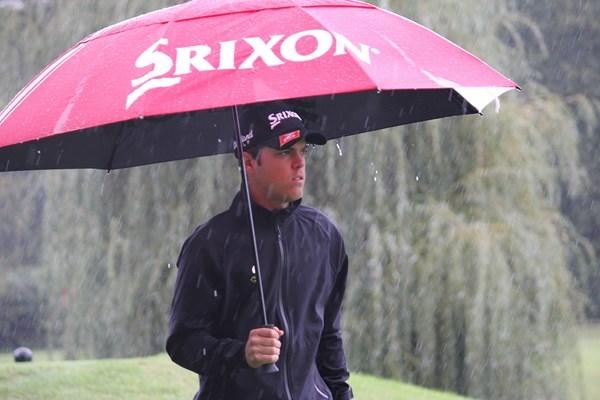 Borja Virto bajo la lluvia en el EMC Challenge Open. Foto: Challenge Tour
