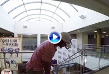No lo intenten en el trabajo: Los Bryan Bros. disfrutan con unos Trick Shots en la oficina (VÍDEO)