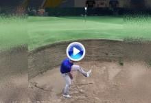 Espectacular Trick Shot: Desde un bunker tipo link pasando el palo entre las piernas (VÍDEO)