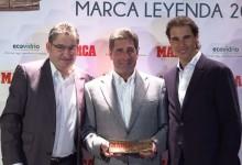 """Olazábal recibe el """"Marca Leyenda"""", que distingue a los deportistas ejemplares, de la mano de Nadal"""