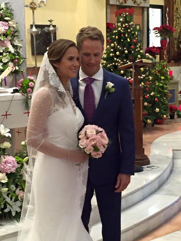 Azahara Muñoz y Tim Vickers el dia de su boda. Foto @merryrevuelta