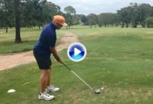 ¡Sorpresa! Joven le gasta a un amigo una broma con una bola de golf en el día de los Inocentes (VÍDEO)