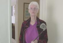 Mujer desesperada advierte que utilizará su palo de golf para evitar otro robo en su domicilio